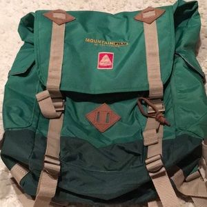 NWOTJan Sport Mountainfilm Edition back pack green